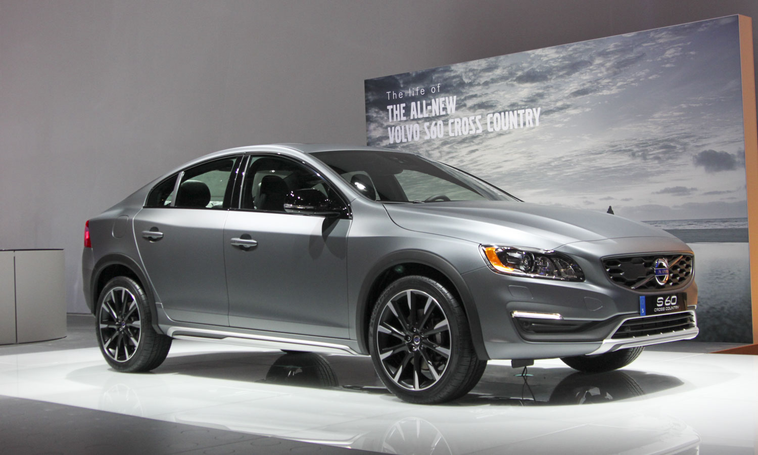 Volvo S60 Cross Country (c) Perry Stern