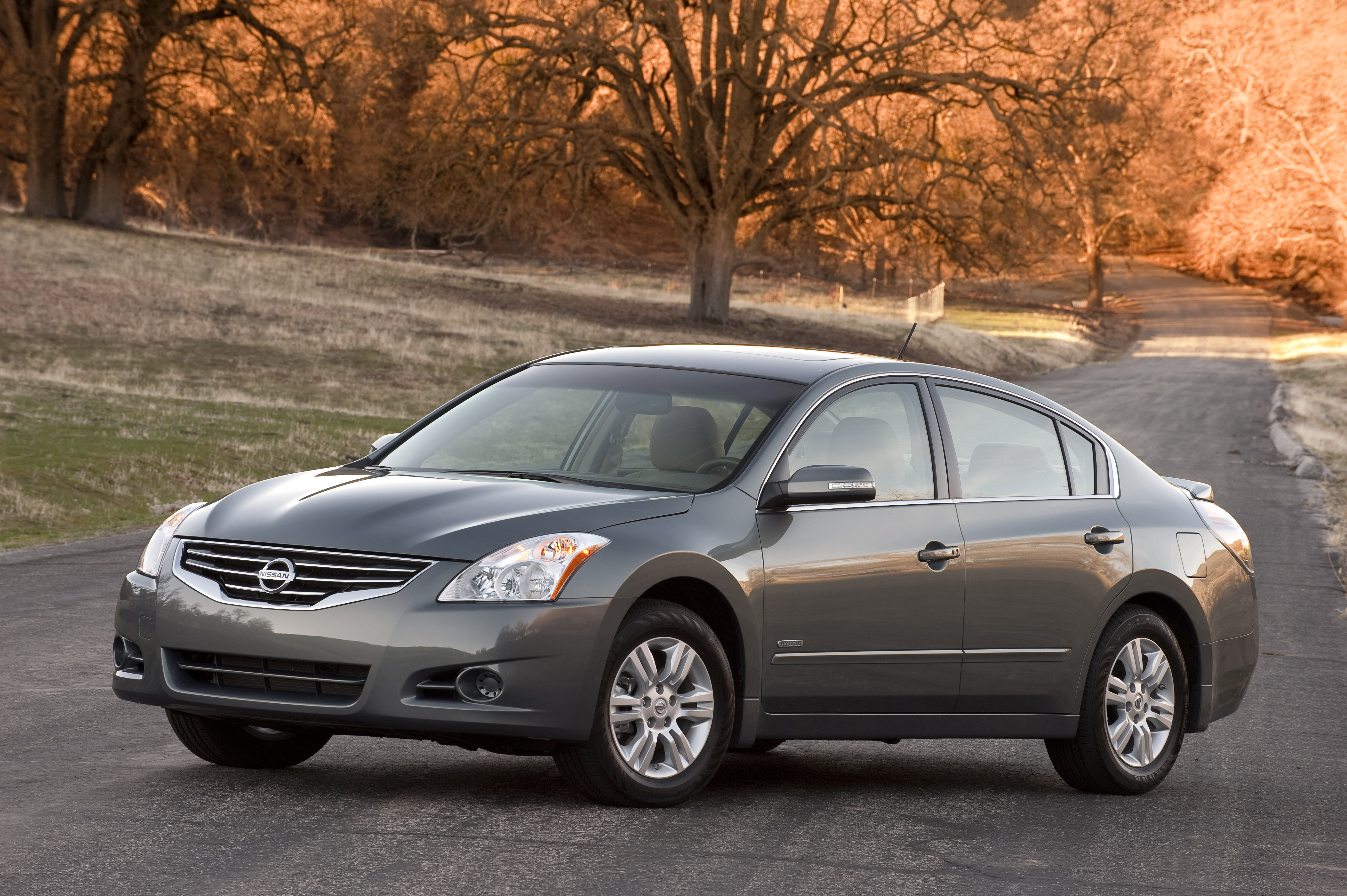Nissan Altima Hybrid, 2010