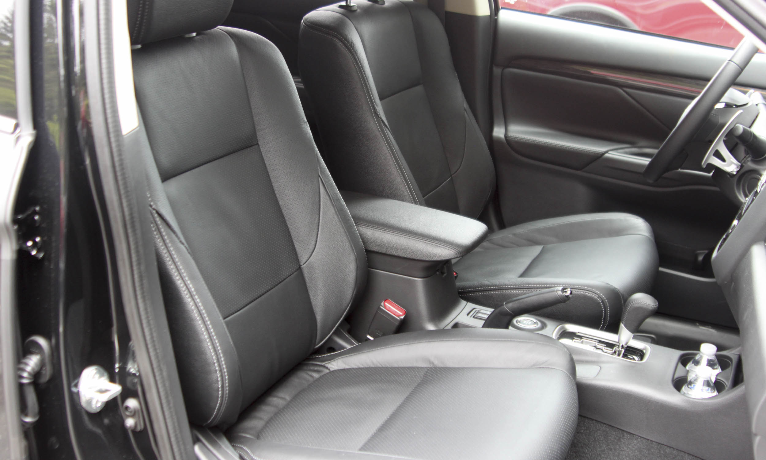 perry stern automotive content experience inner space the 2016 mitsubishi outlander - 2016 Mitsubishi Outlander Interior