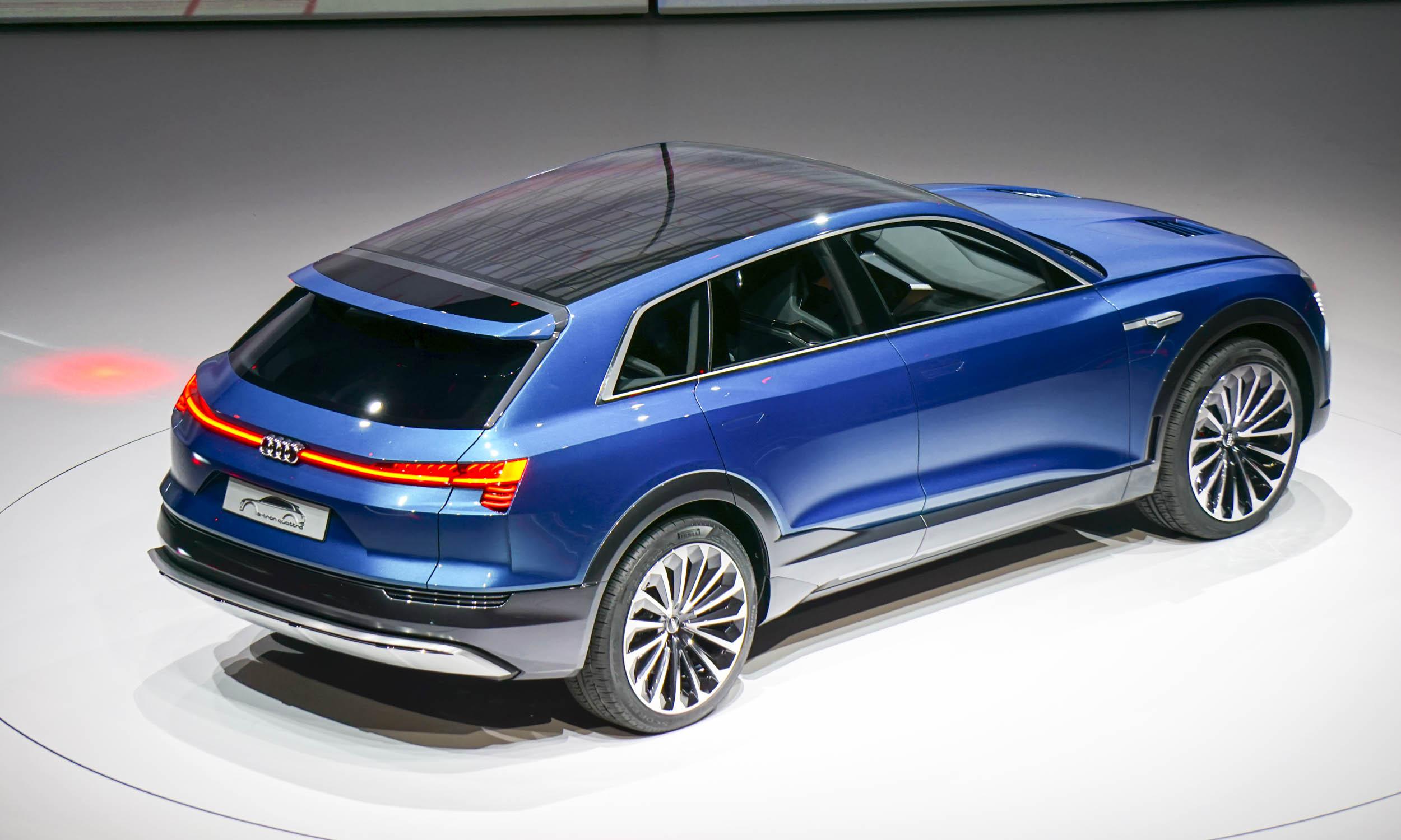 Audi etron quattro suv concept 11