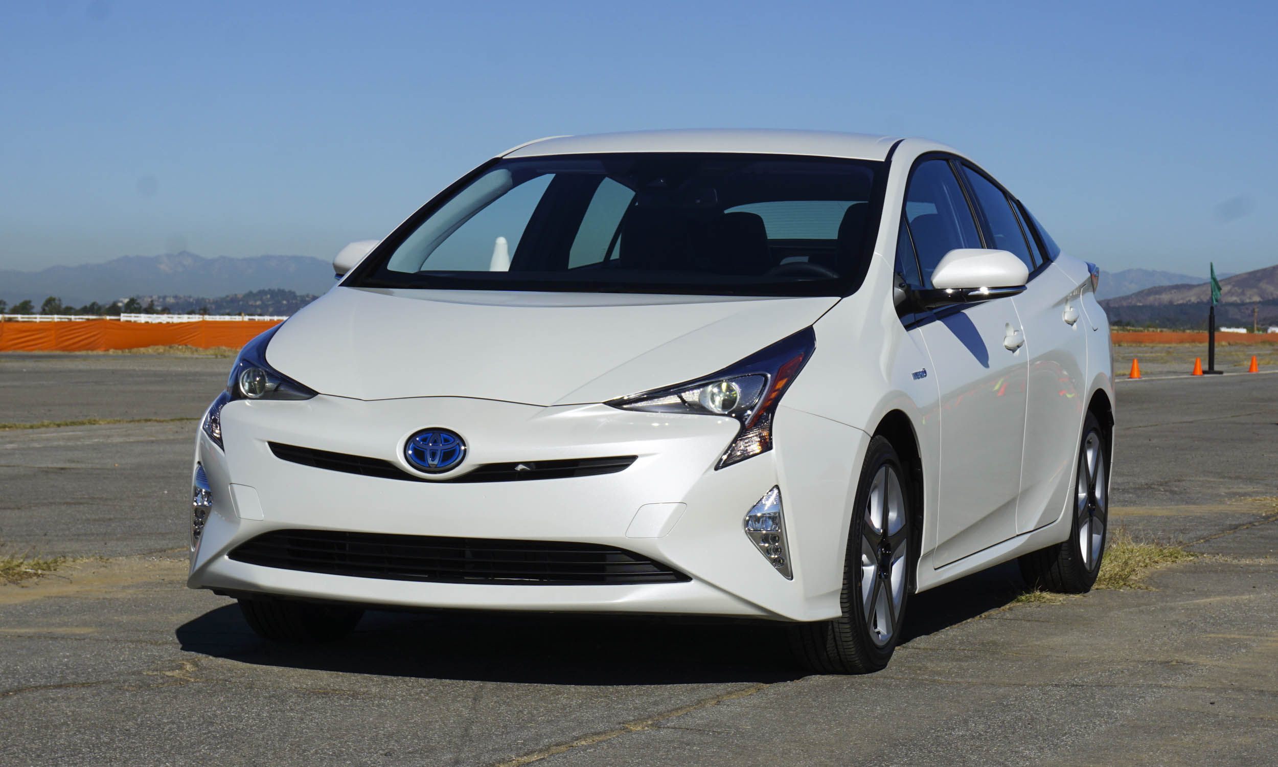2016 toyota prius first drive review autonxt. Black Bedroom Furniture Sets. Home Design Ideas