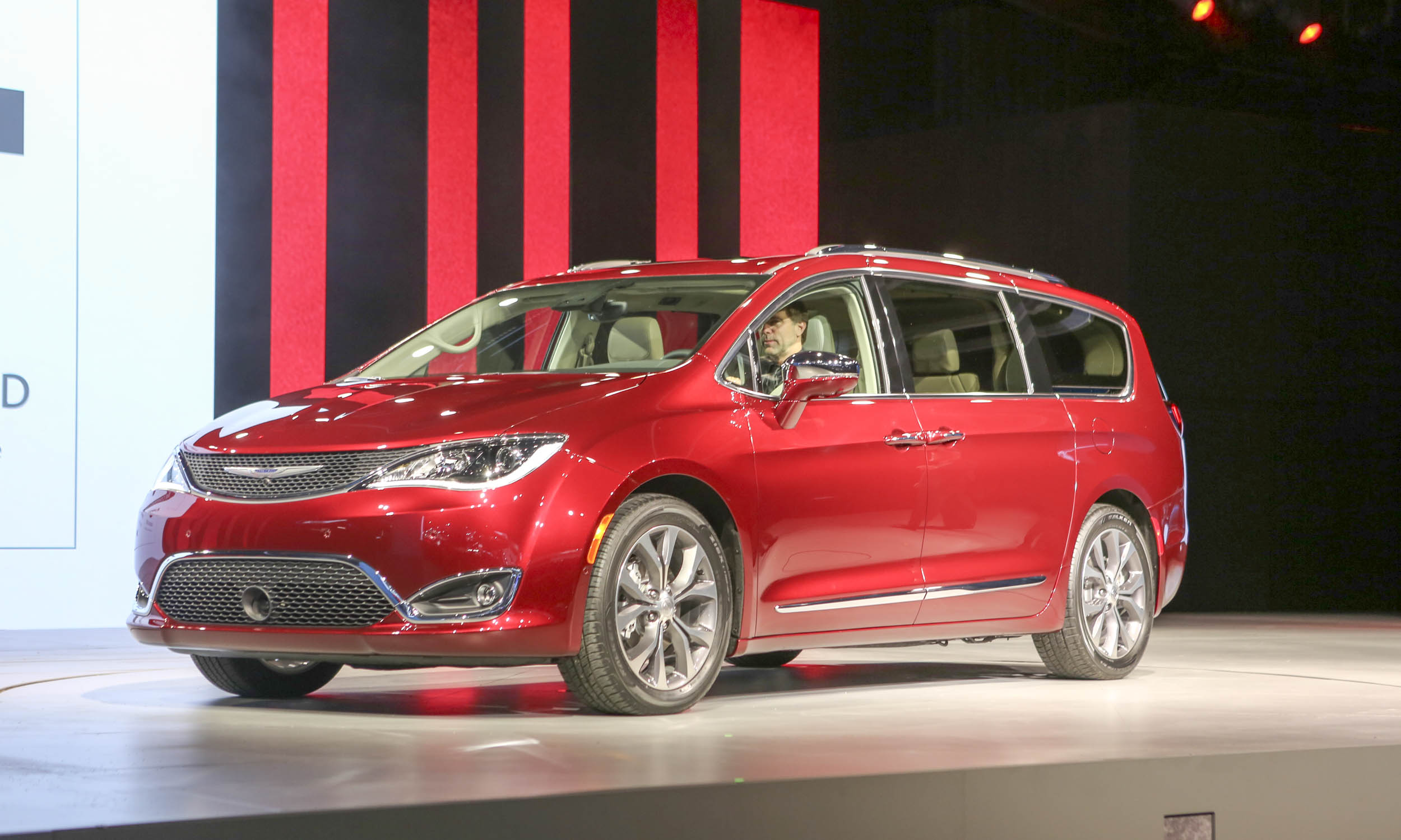 2016 Detroit Auto Show Chrysler Introduces Pacifica Minivan