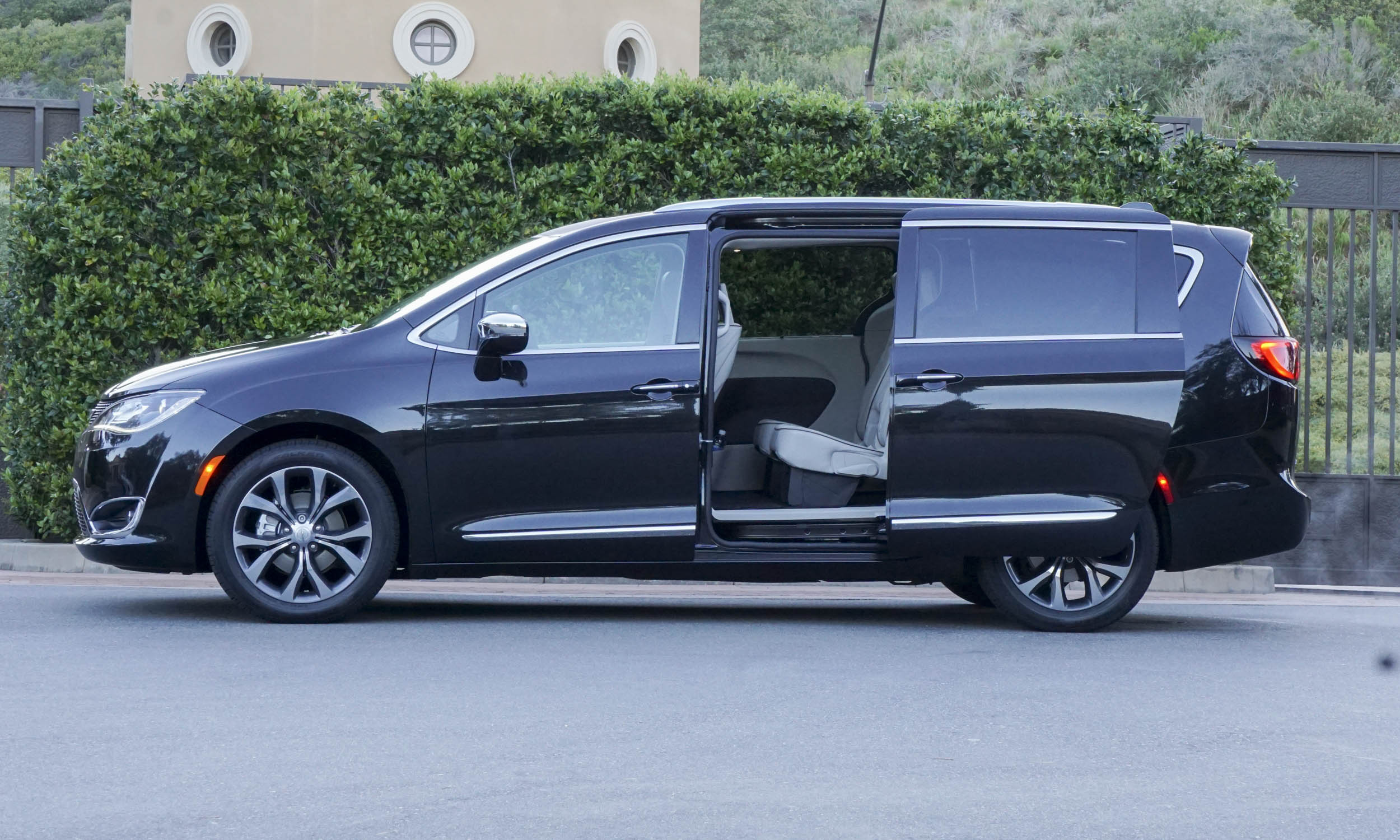 Amazing 2017 Chrysler Pacifica First Drive Review  AutoNXT