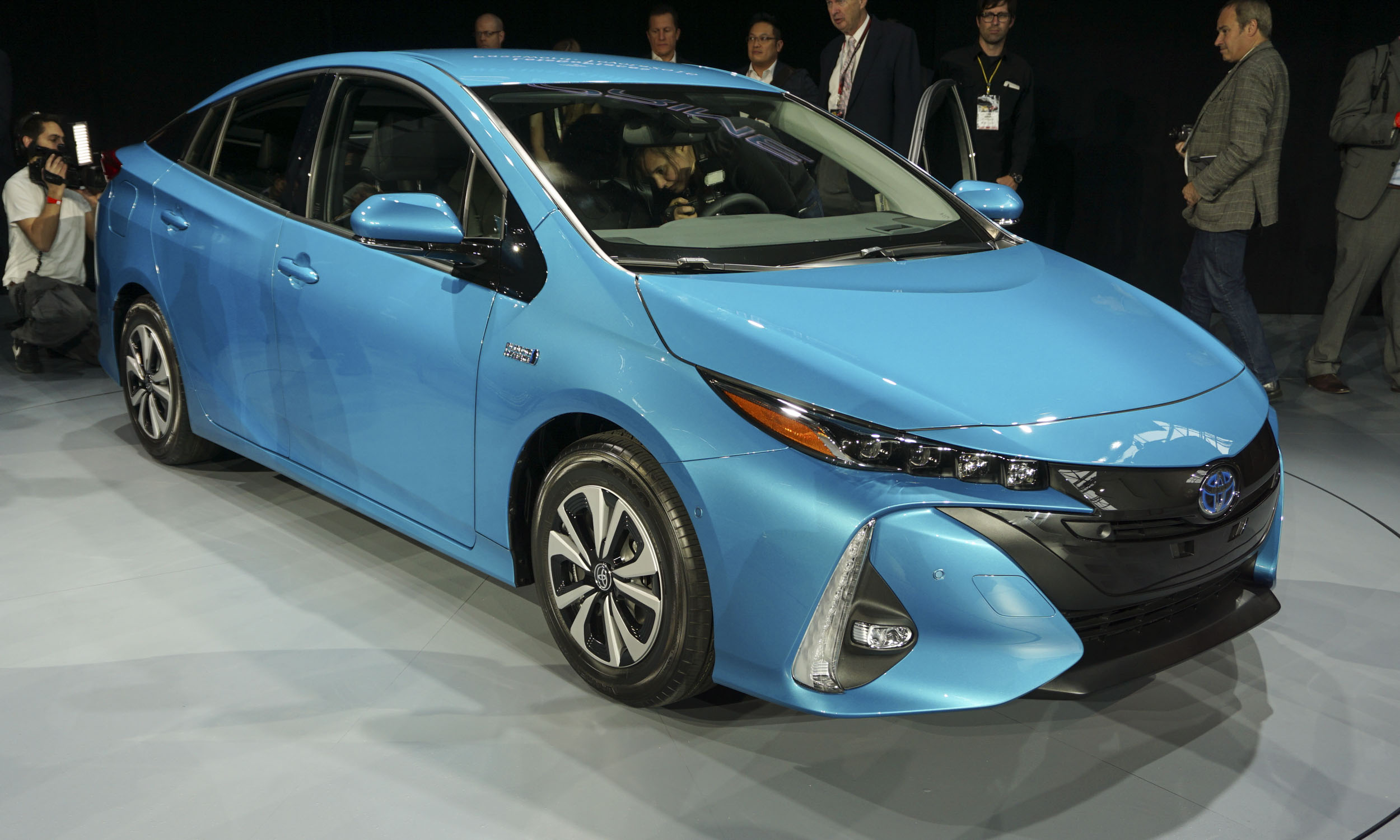 2016 new york auto show 2017 toyota prius prime autonxt. Black Bedroom Furniture Sets. Home Design Ideas