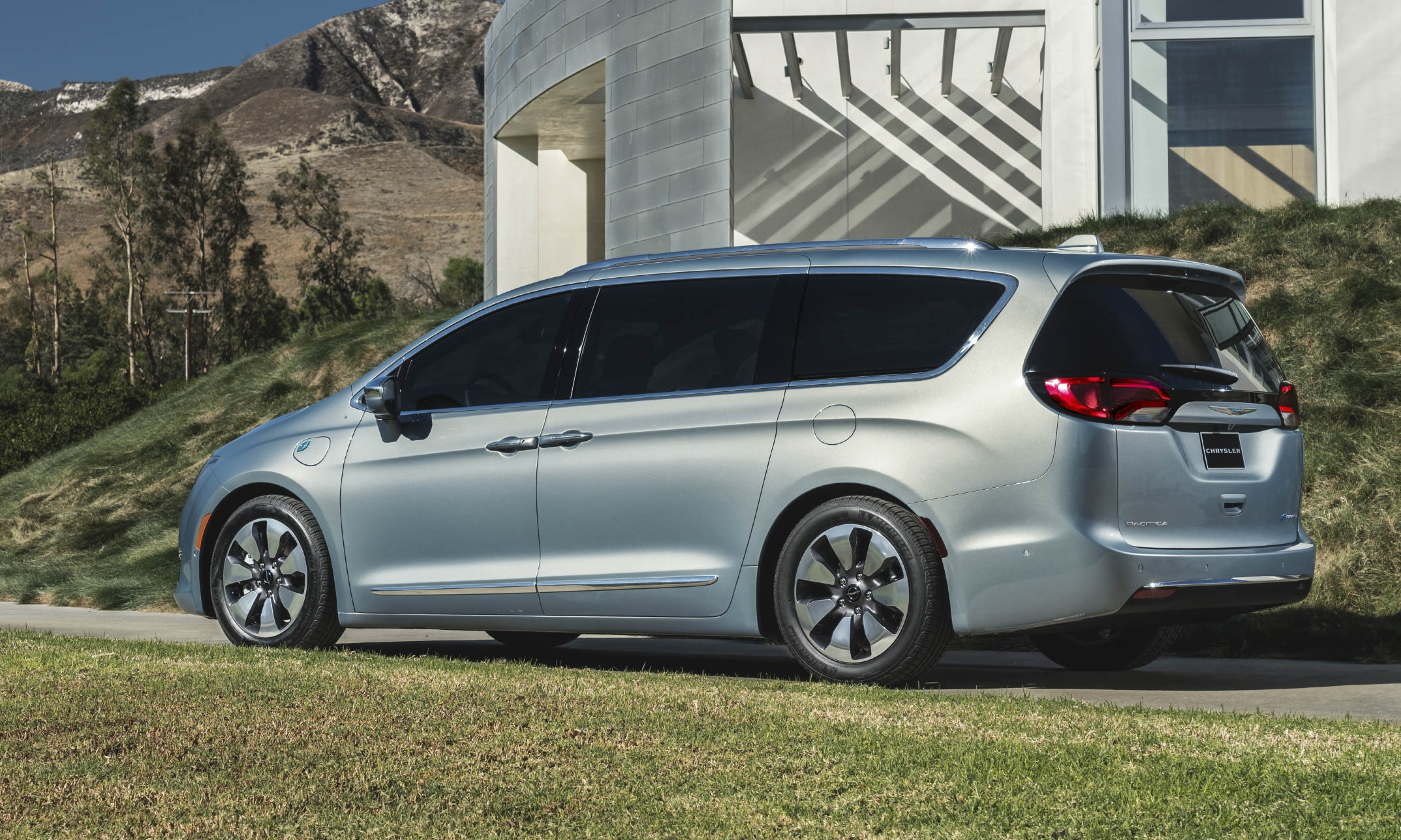 Beautiful 2017 Chrysler Pacifica Hybrid First Look  AutoNXT