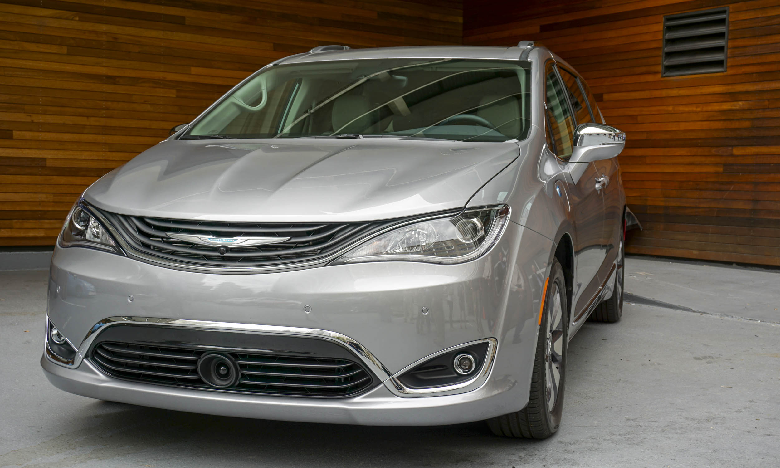 chrysler pacifica hybrid availability chrysler pacifica hybrid is the most fuel efficient. Black Bedroom Furniture Sets. Home Design Ideas