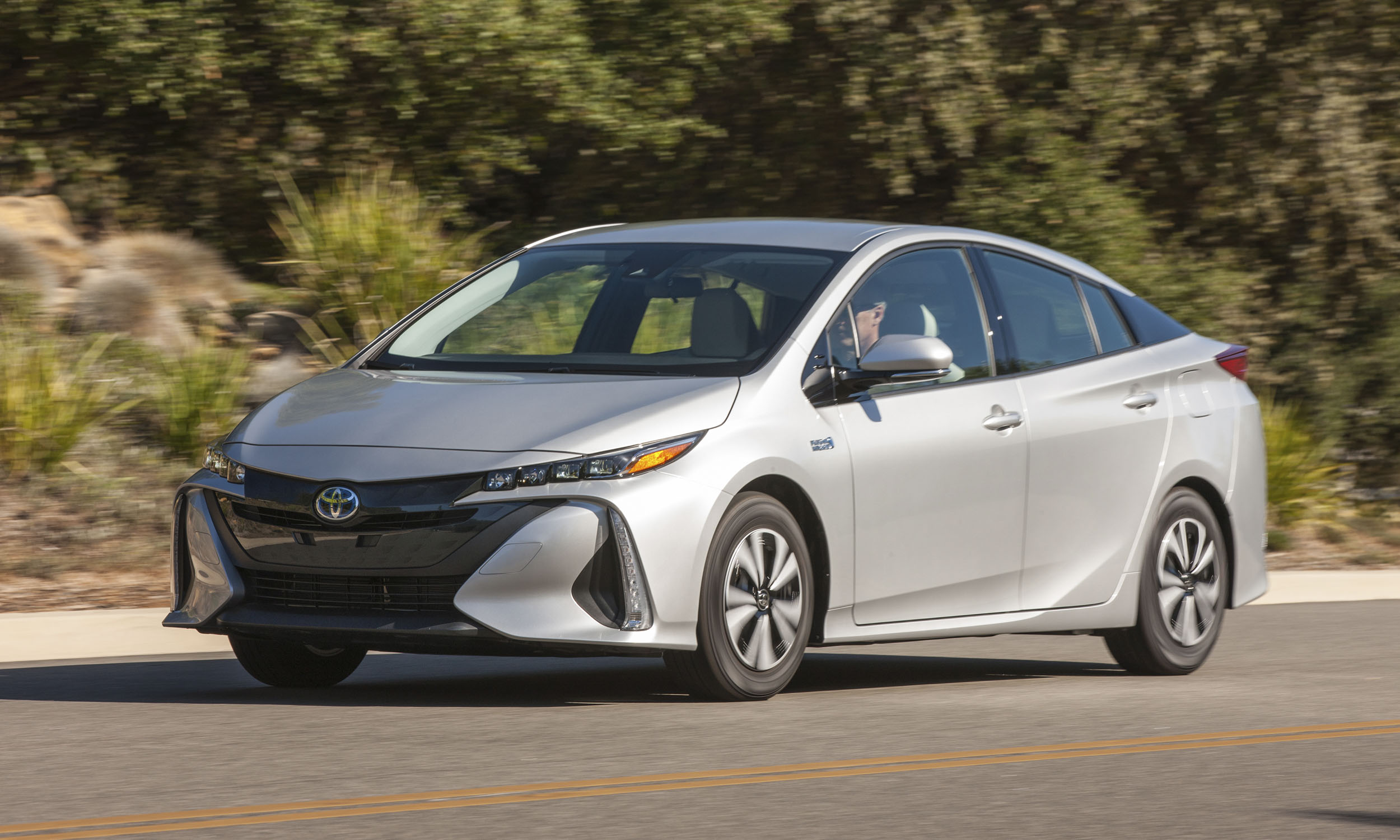 2017 toyota prius prime first drive review autonxt. Black Bedroom Furniture Sets. Home Design Ideas