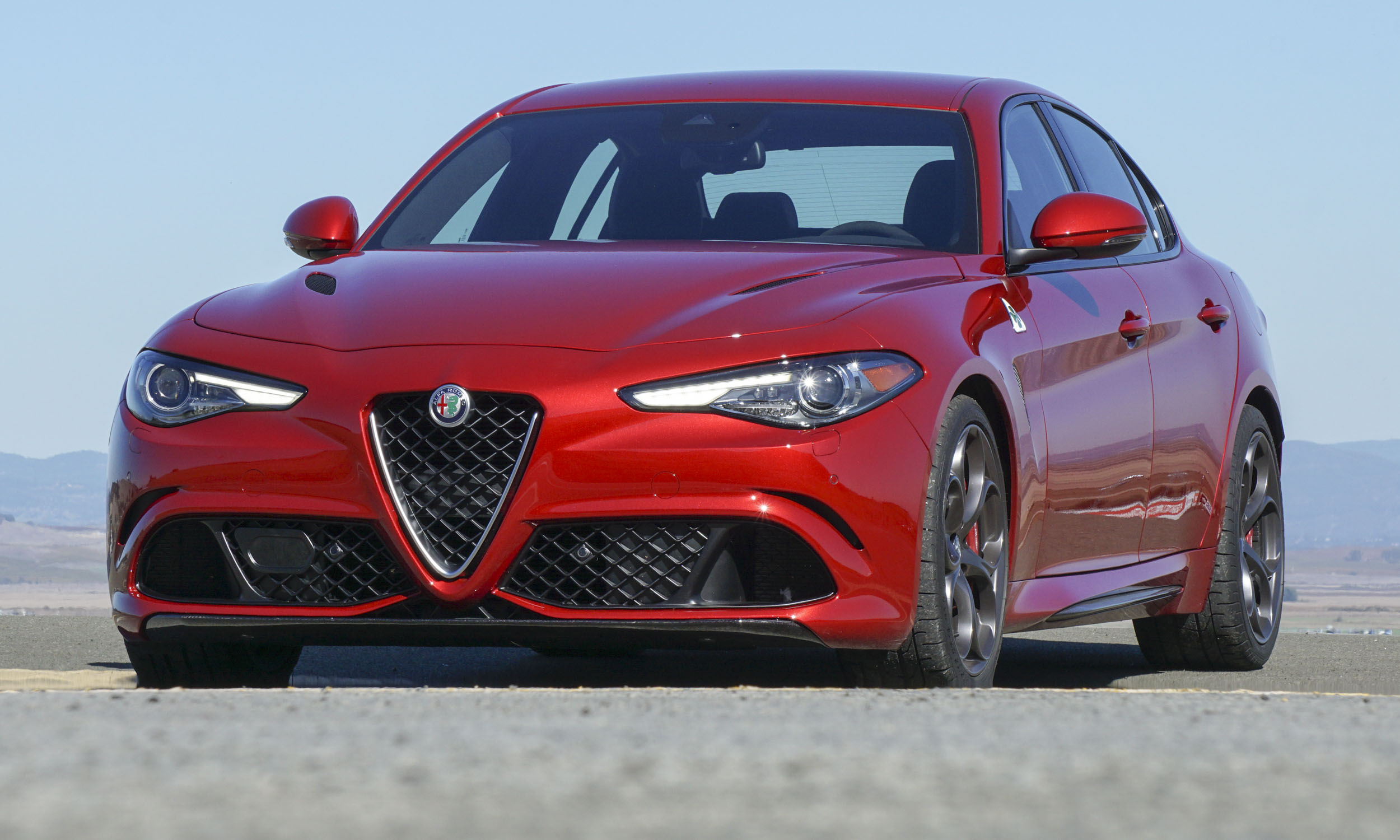 2017 alfa romeo giulia first drive review autonxt. Black Bedroom Furniture Sets. Home Design Ideas