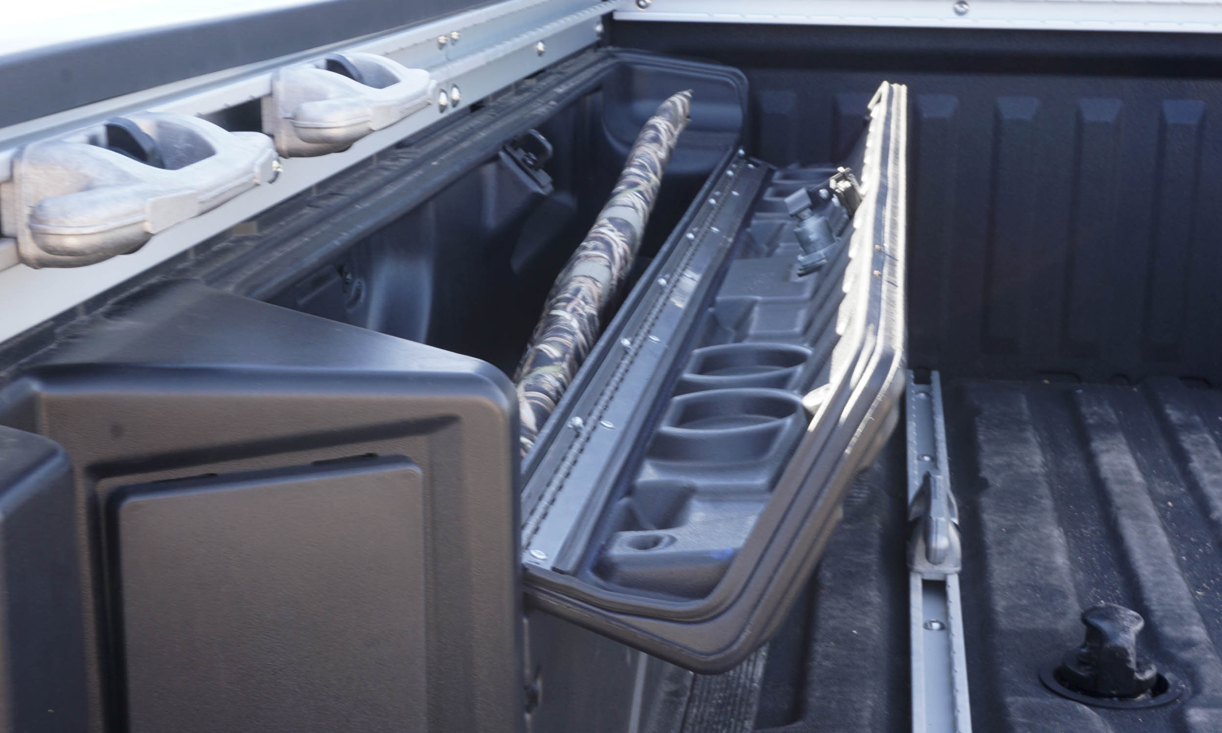 coolest truck features autonxt. Black Bedroom Furniture Sets. Home Design Ideas