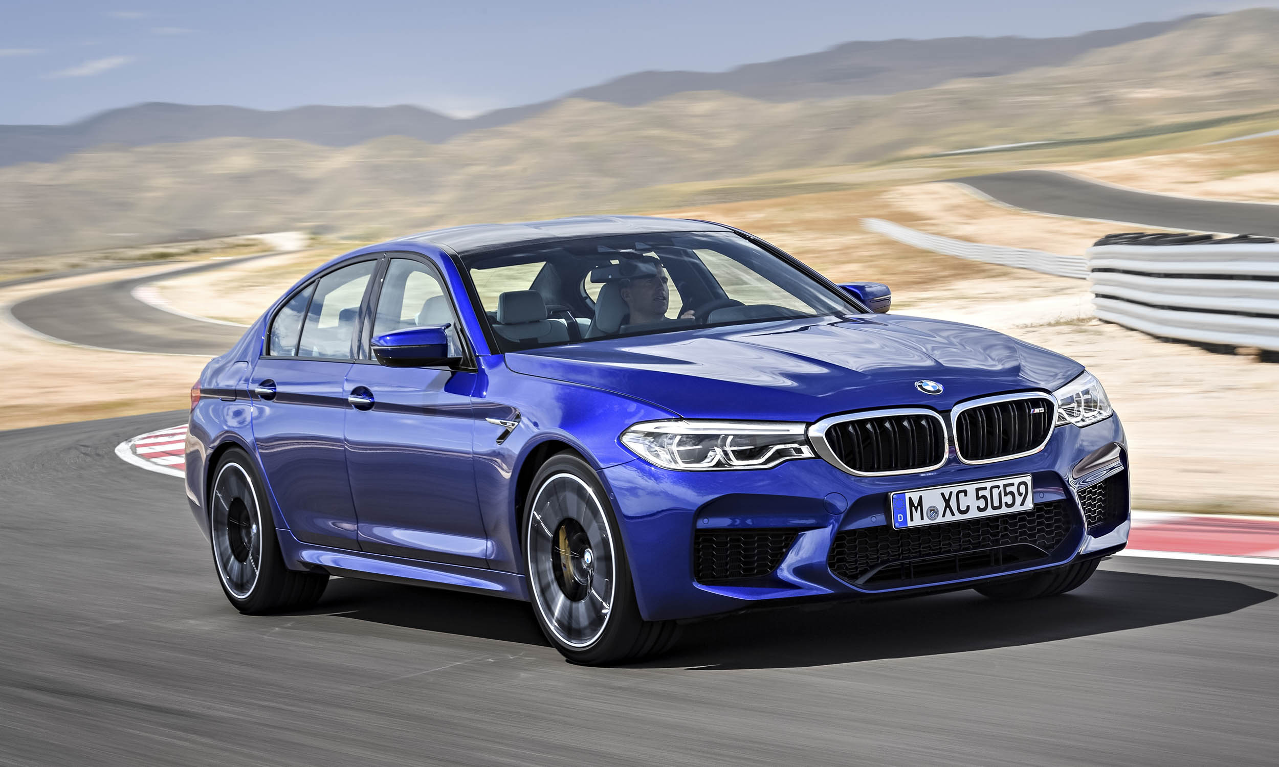 The 2018 Bmw M5 Is More Than 600 Horse And 553 Lb Ft Of Torque Generated By Its 4 Liter Twin Turbocharged V8 What Makes New Special