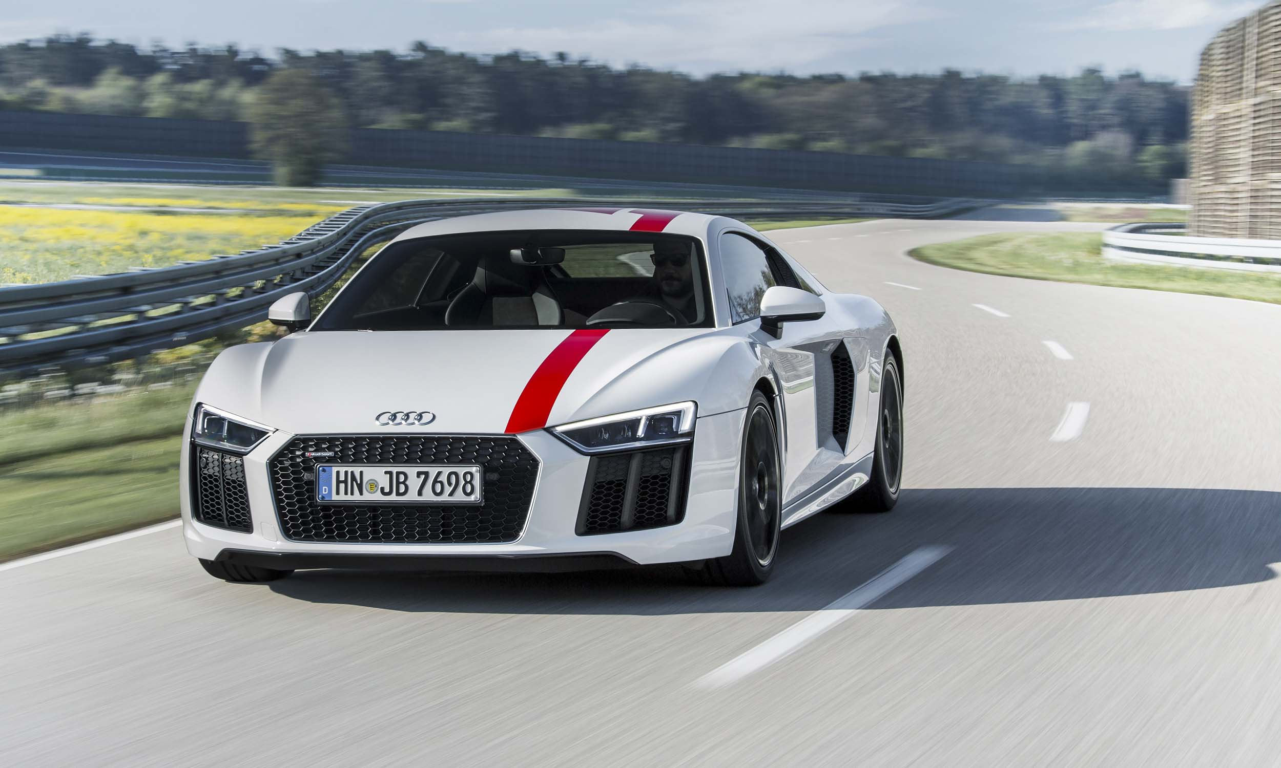 Audiu0027s V10 Powered, Mid Engine Sports Car Meets The 25 Mpg Bar Thanks To A  New Rear Wheel Drive Version For 2018. At The Frankfurt Motor Show, ...