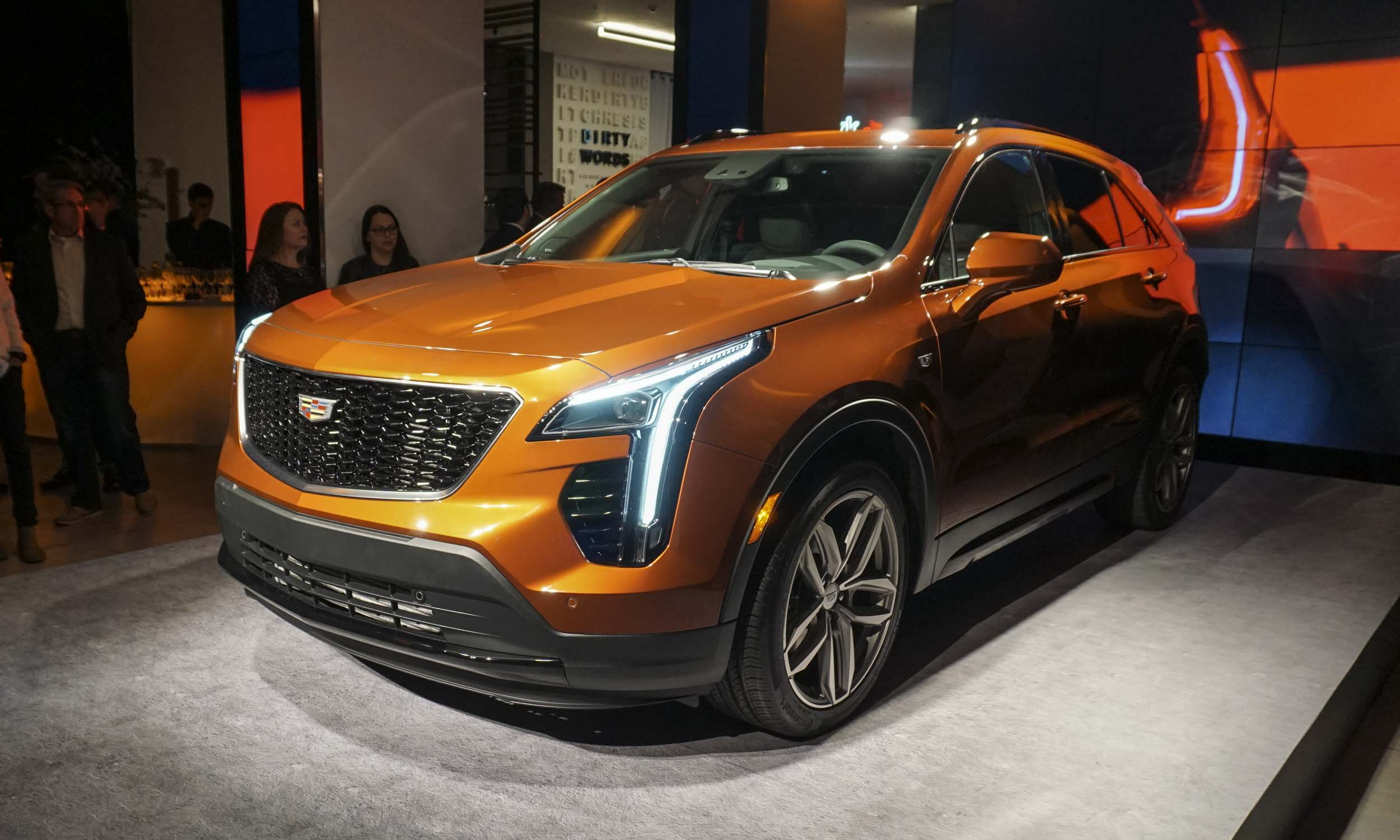 2018 new york auto show 2019 cadillac xt4 autonxt. Black Bedroom Furniture Sets. Home Design Ideas