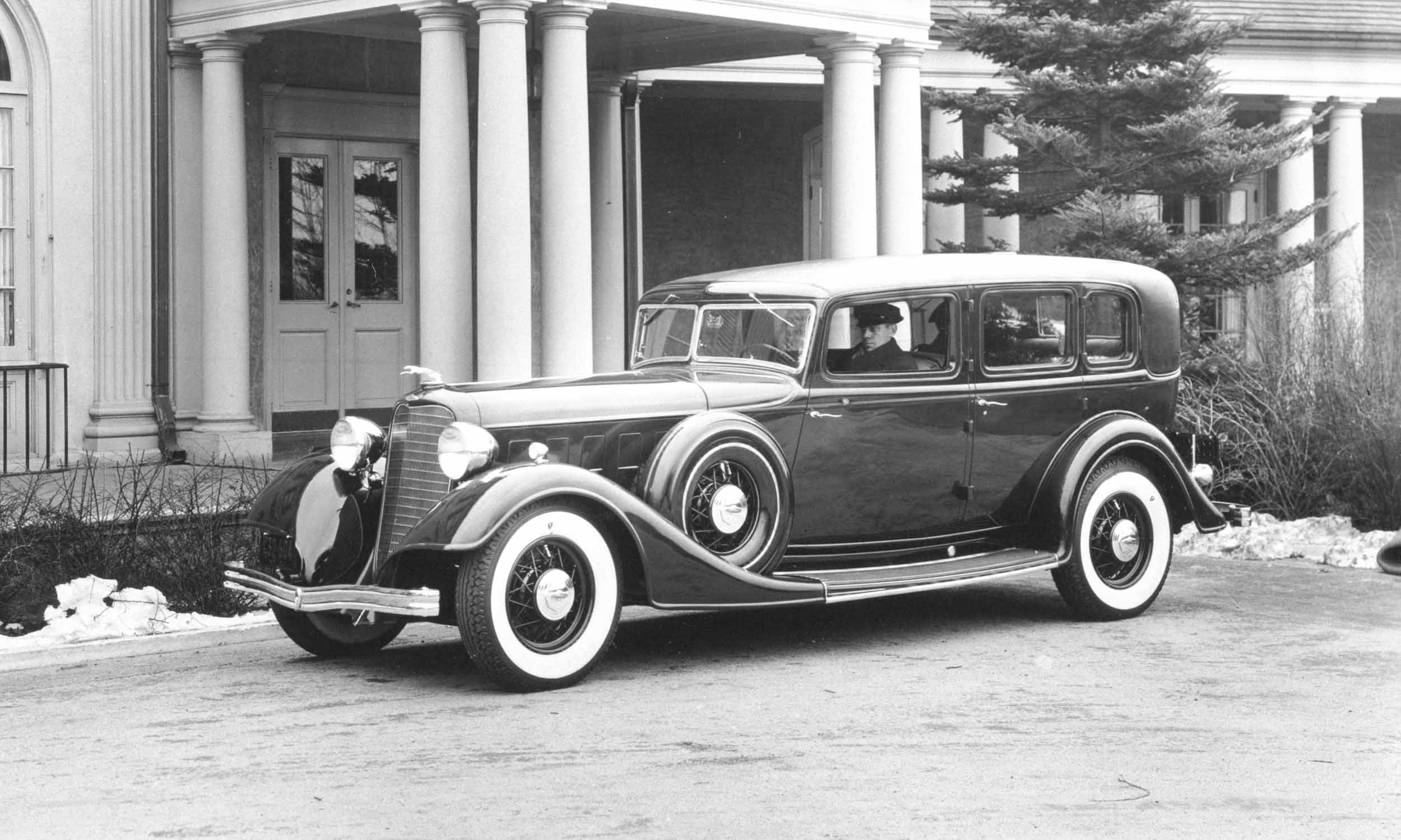 100 years and rolling automotive centenarians autonxt for Lincoln motor company corporate headquarters